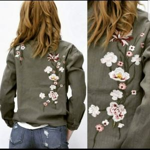 Roly Poly embroidered button jacket green